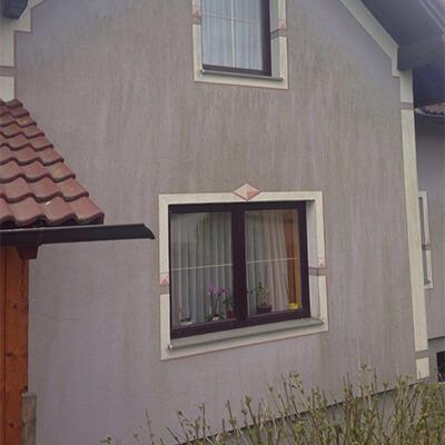 Haus vor Fassadenreinigung